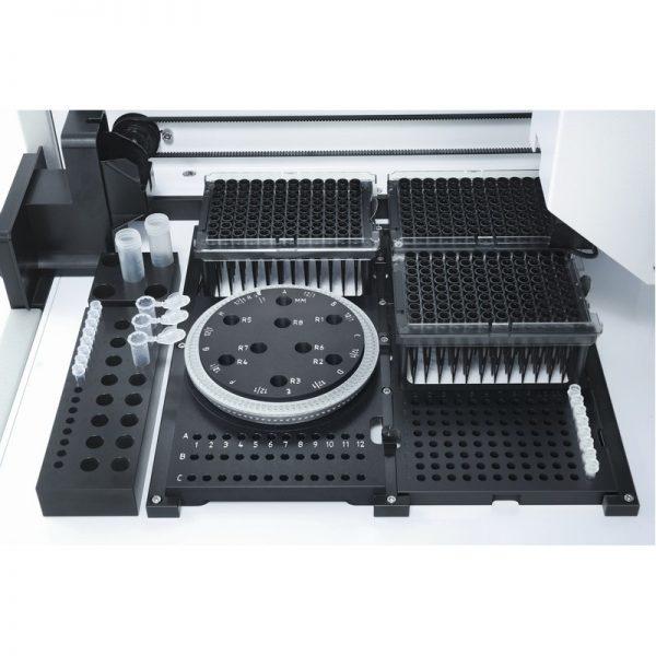 Автоматическая система дозирования жидкостей QIAgility вид внутри, QIAGEN